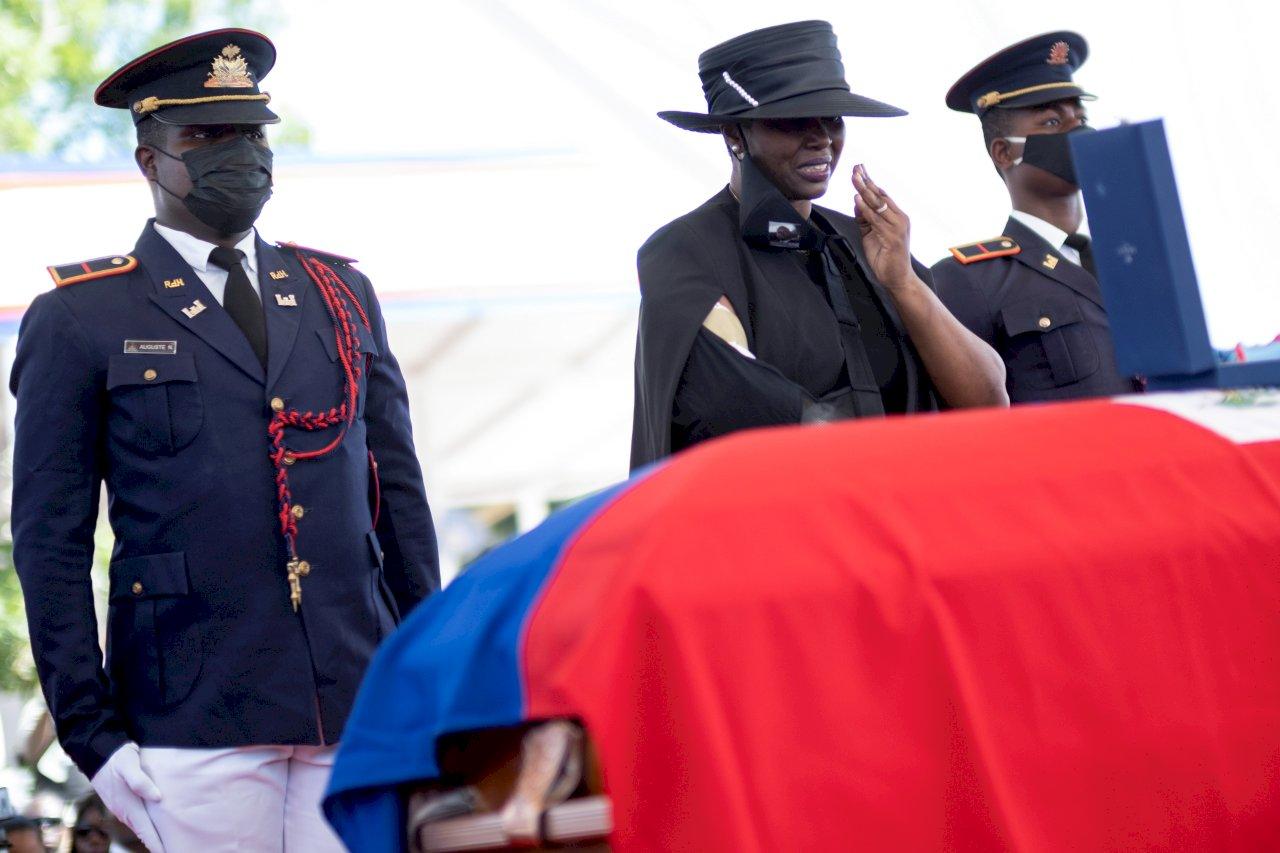 海地總統國葬不平靜 場外驚傳槍響