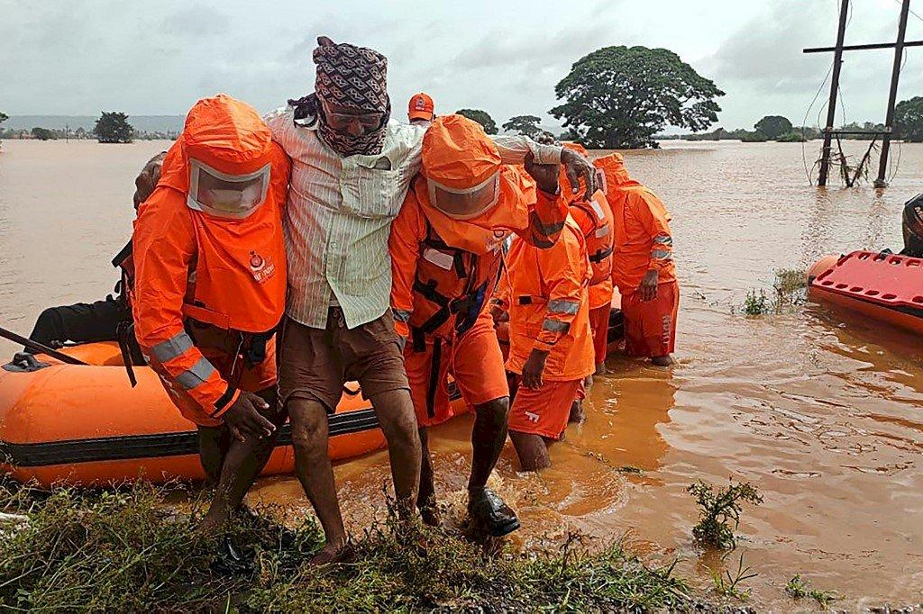 印度暴雨致洪災土石流 增至125死、近百人失聯
