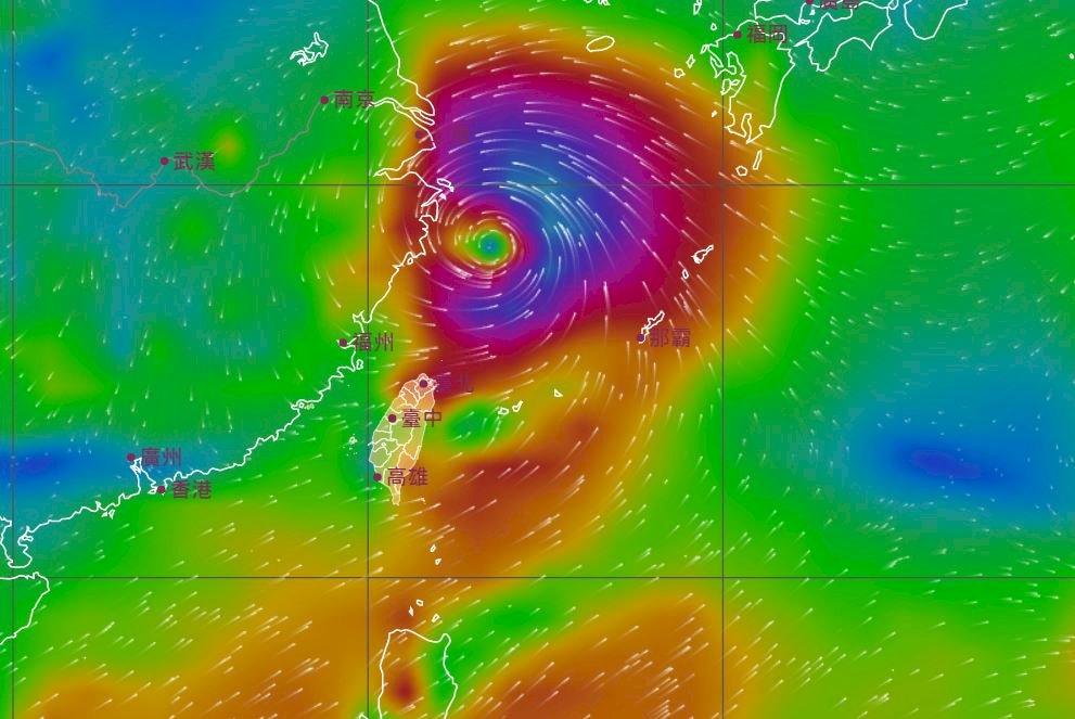 中國發多地暴雨預警 烟花襲上海機場斷航班