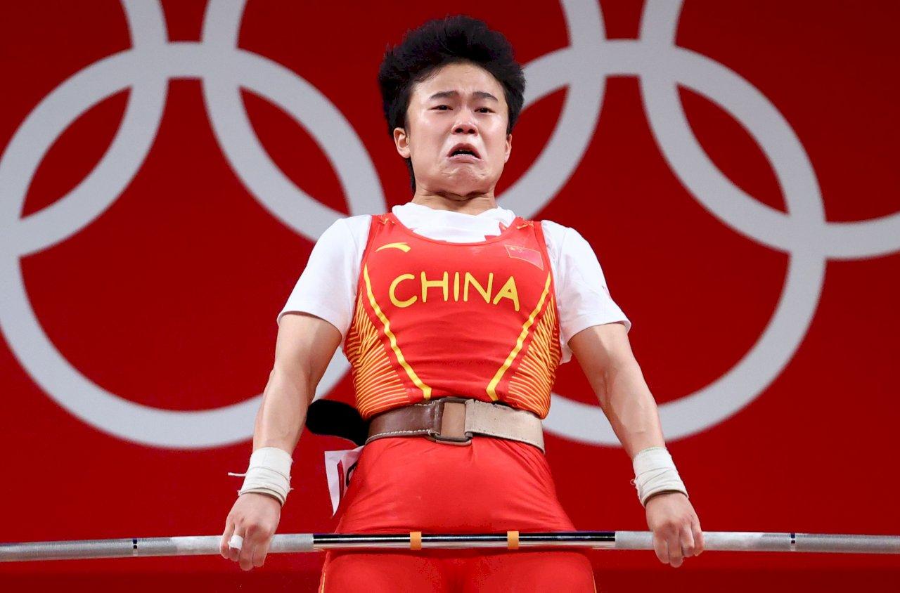 那位長了鬍子在澡堂打工的舉重女冠軍 !中國不計代價奪金 選手沒有個人只剩國家想像