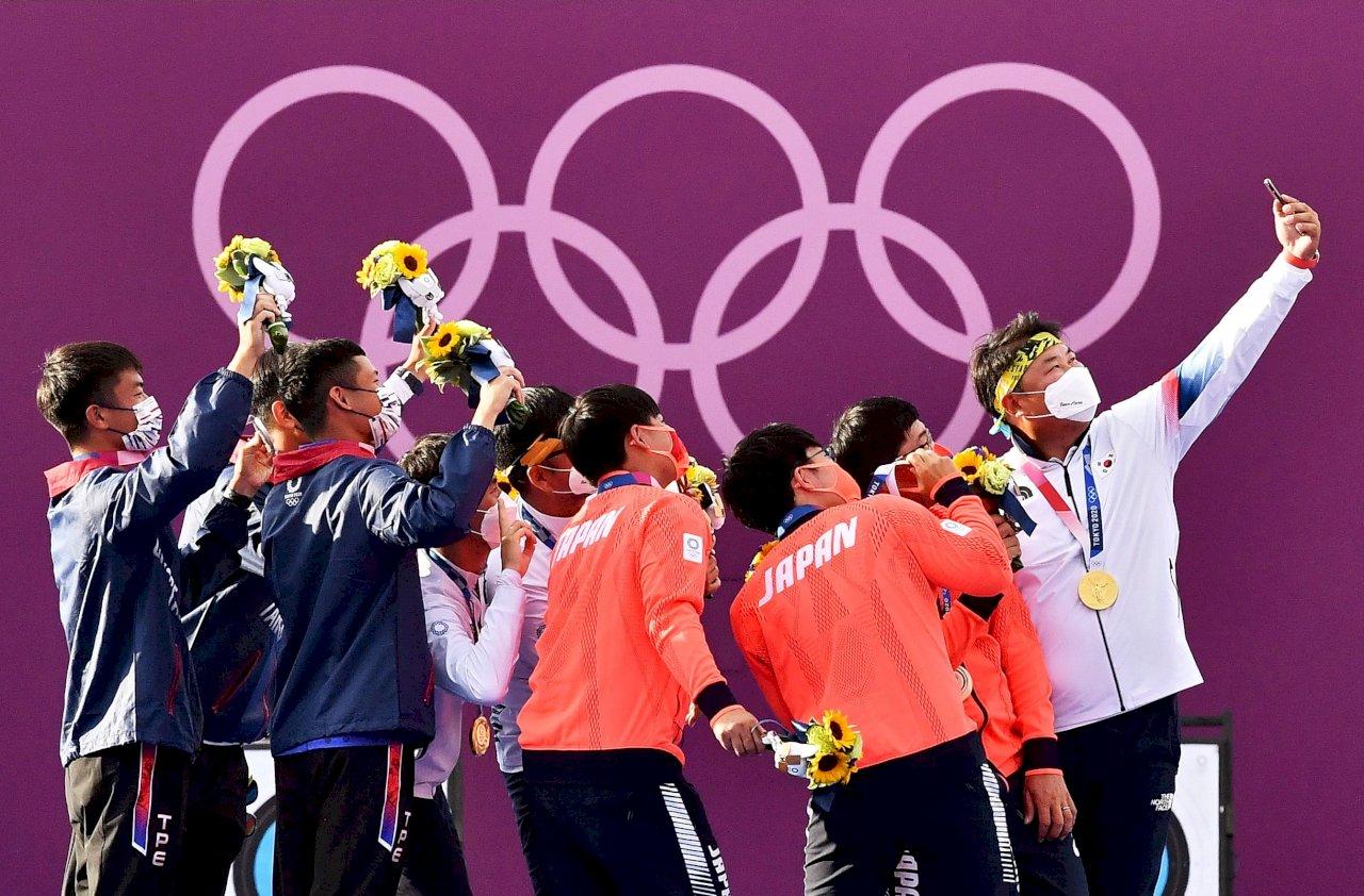 台日韓射箭男團奪牌選手自拍照 網友喊讚