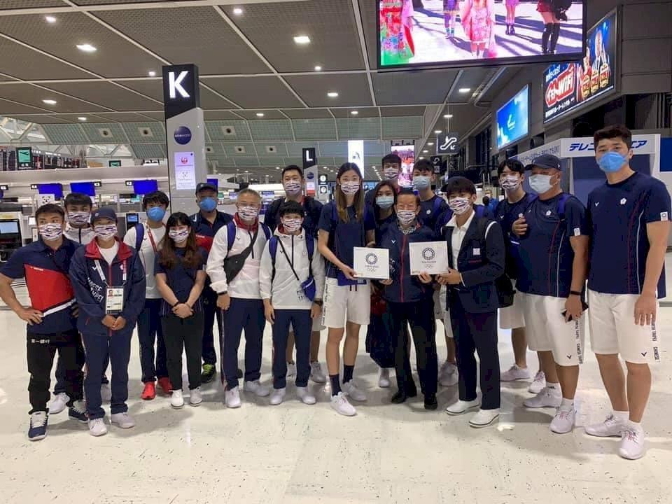 親送18位奧運選手返台 謝長廷:謝謝選手為台灣的努力和心血