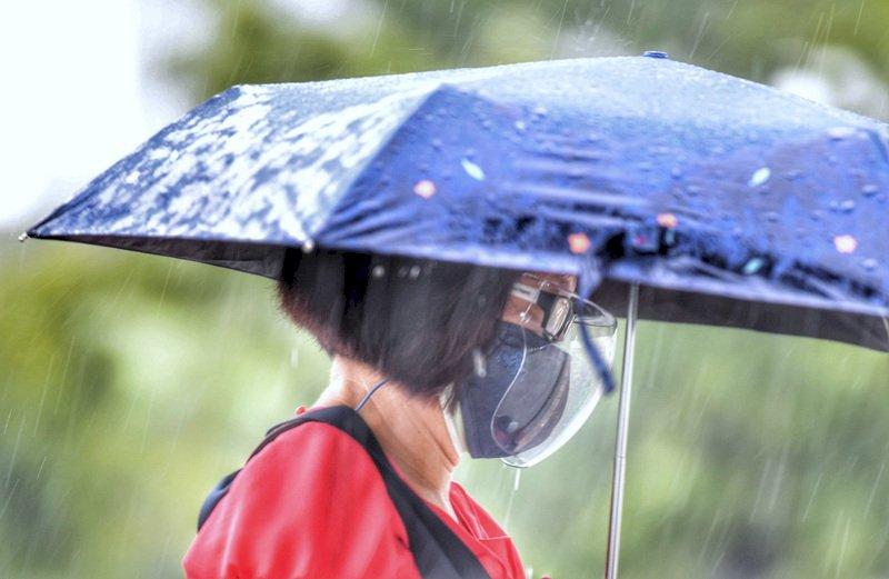 西南風增強局部大雨 各地炎熱東南部焚風
