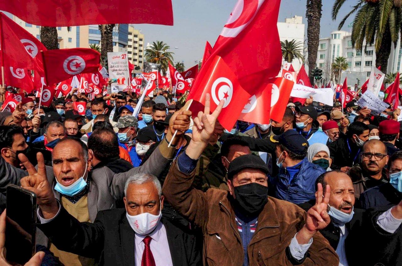 突尼西亞政治危機 阿拉伯之春的民主挑戰