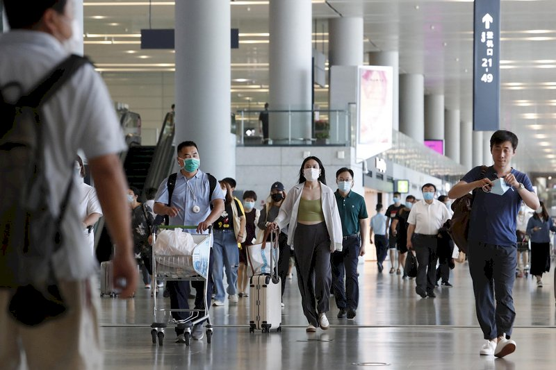 禁止國民出境!疫情為由 中國關上非因公出國大門停發護照