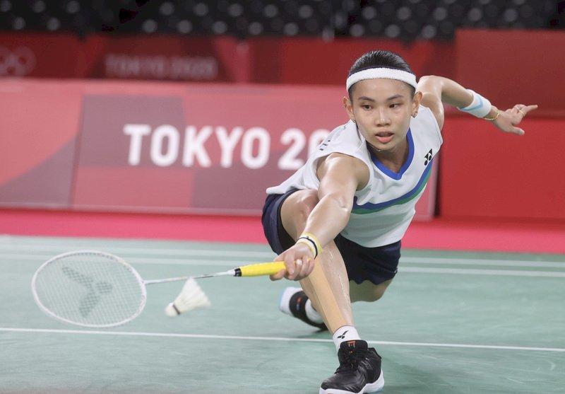 東京奧運羽球女子單打8強戰30日登場,台灣好手戴資穎(圖)與泰國強敵拉差諾(Ratchanok Intanon)戰況一度膠著,終場戴資穎以2比1奪勝,晉級4強。 (圖:中央社)