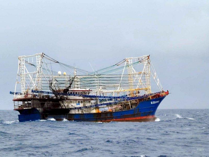 中國漁船接近蘭嶼 海巡驅離、國軍掌握狀況
