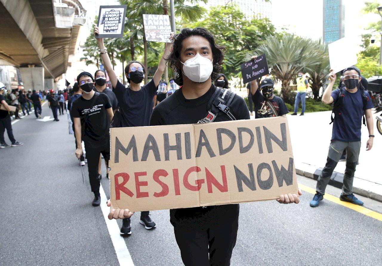 無視COVID-19管制 馬來西亞民眾舉行反政府抗議