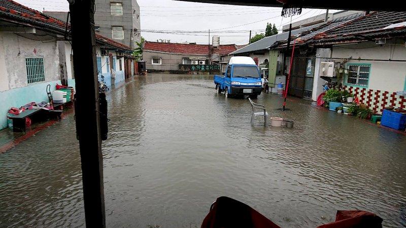 全台10縣市嚴防豪大雨 彰化海線鄉鎮淹到小腿