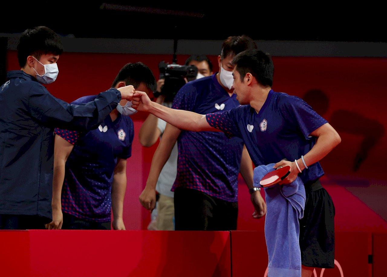 尊敬大前輩!東奧男團賽 林昀儒為莊智淵起立鼓掌