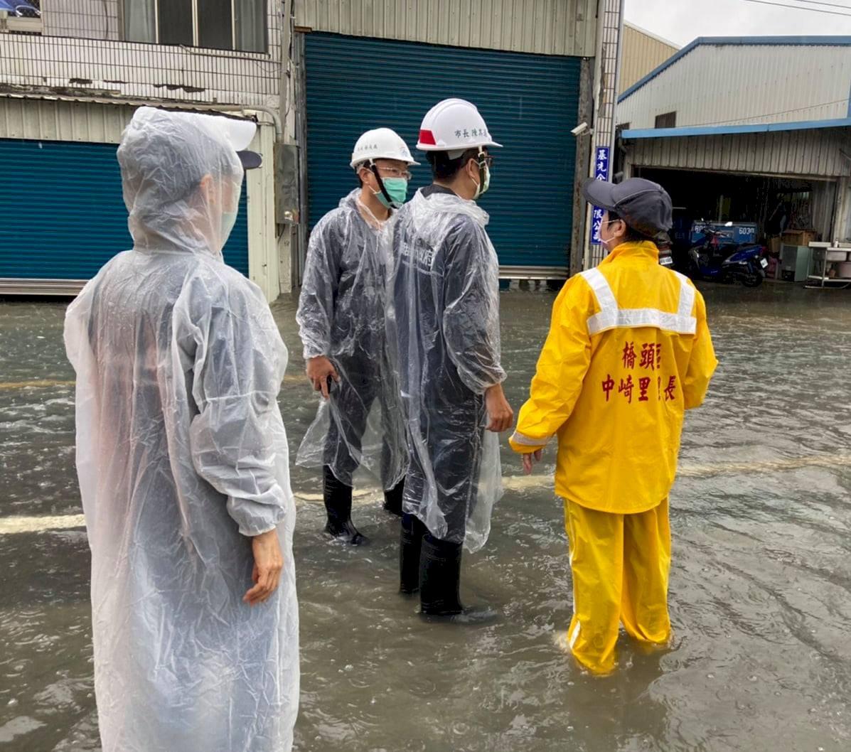 高雄市區淹水最高40公分  山區土石流警戒