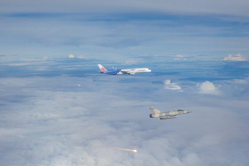 幻象伴飛迎東奧選手  國軍:換我們守護你們