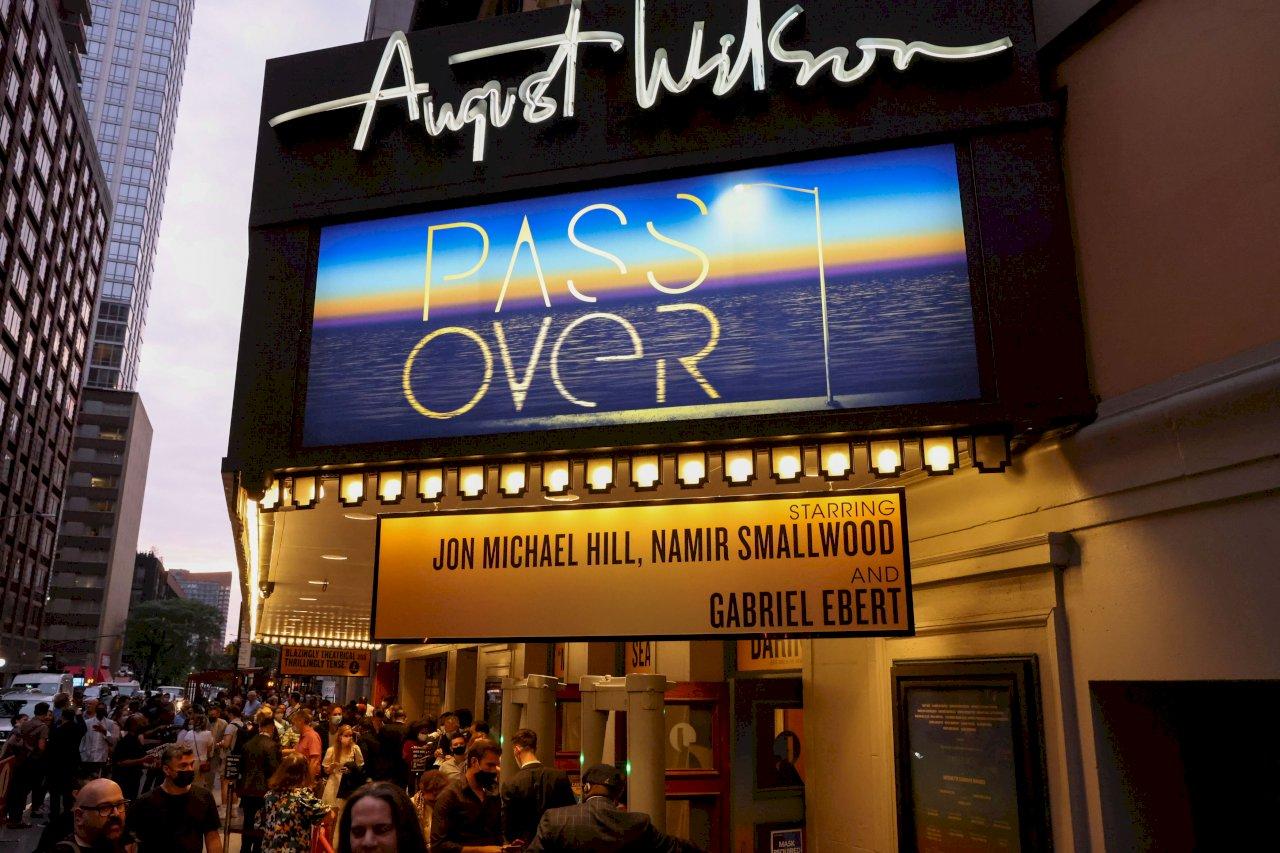 疫情關閉逾一年 紐約百老匯首齣戲劇重新上演