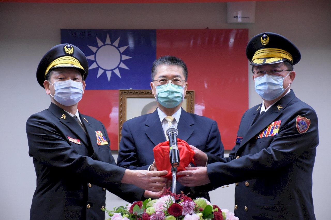 消防署長交接 徐國勇期許新任署長蕭煥章持續精進