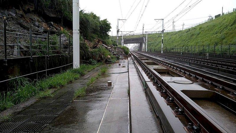 邊坡滑動擴大 高鐵苗栗至台中雙向停駛