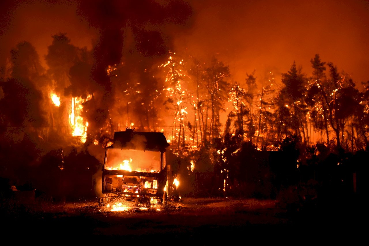 希臘野火燒不盡 總理:夢魘之夏