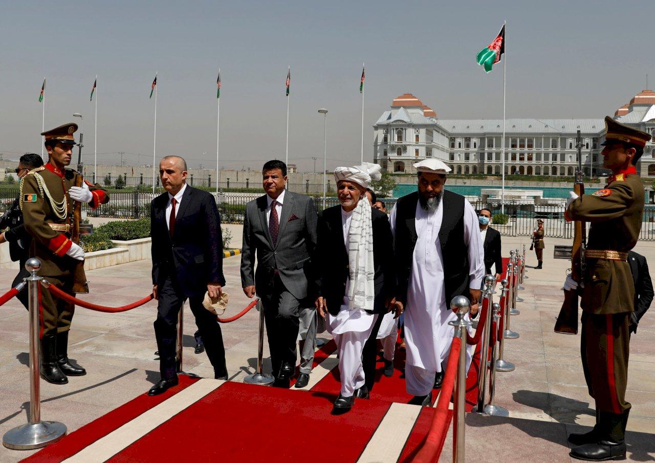 鼓舞士氣 阿富汗總統前進北方圍城