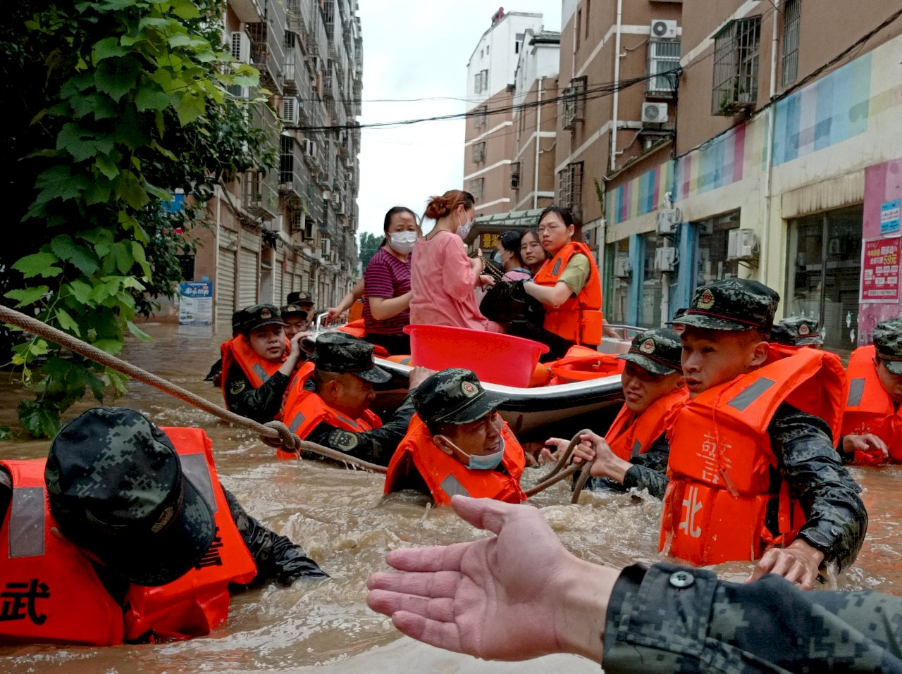 中國湖北省豪雨成災 5城市發布紅色警戒