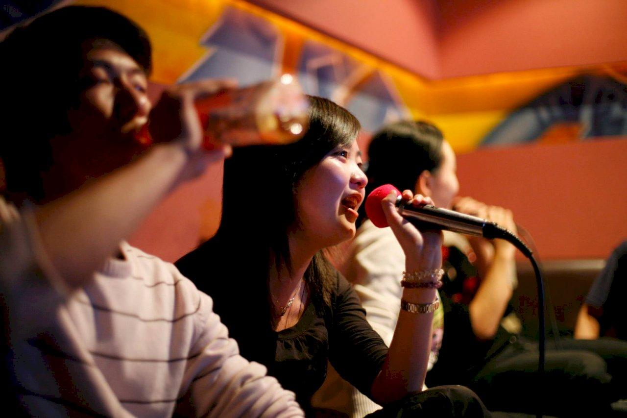 高歌要小心! 中國10月建立卡拉OK曲目黑名單