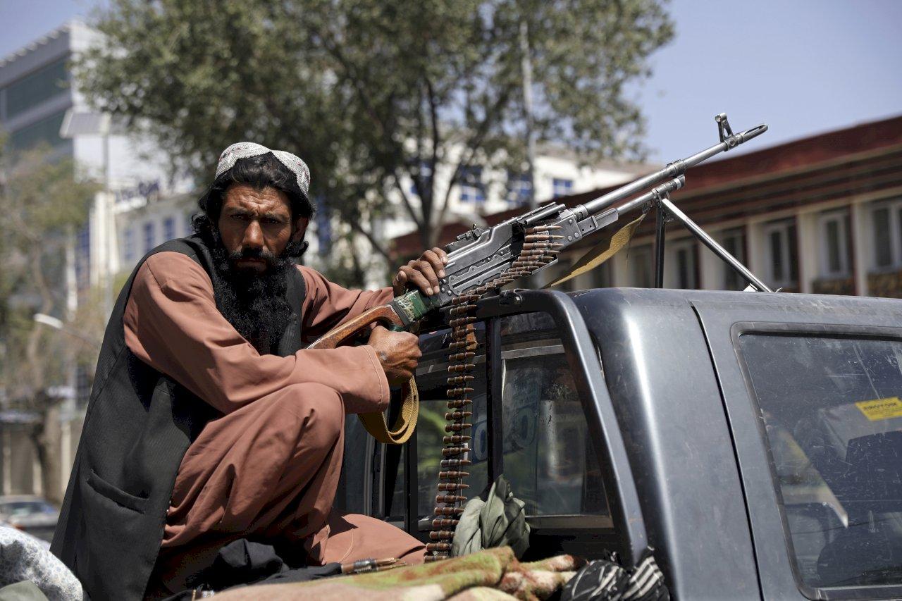 百名阿富汗士兵搭軍機 降落塔吉克