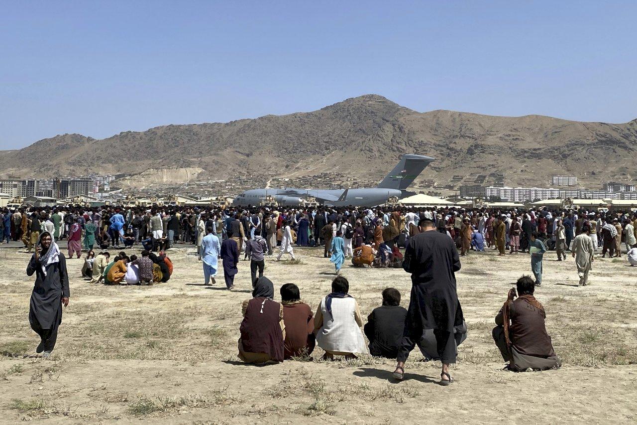 喀布爾機場混亂逃難潮 塔利班:都怪美國