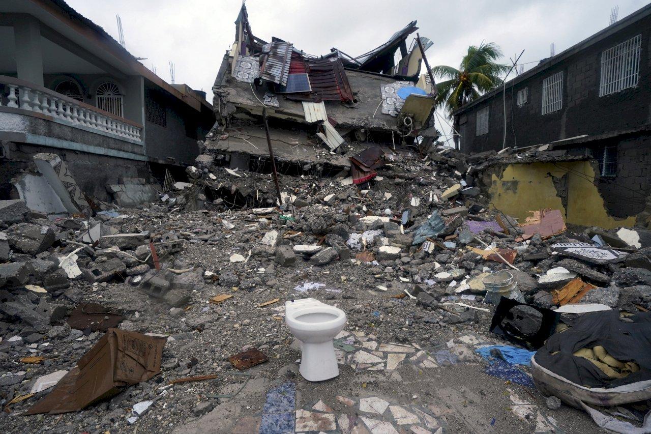 震災近2000人罹難 海地災民呼求糧食與醫療照顧