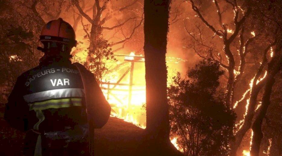 南法海濱度假勝地野火肆虐 已釀1死數千人撤離