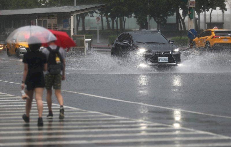 颱風奧麥斯侵台機率低 今仍須留意午後雷雨