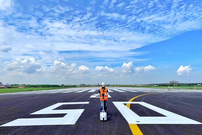 桃機南跑道刨鋪完工 測試後啟用將恢復雙跑道起降