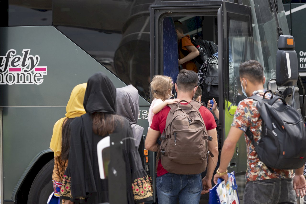 加拿大:考慮代表美國與盟友接收阿富汗難民