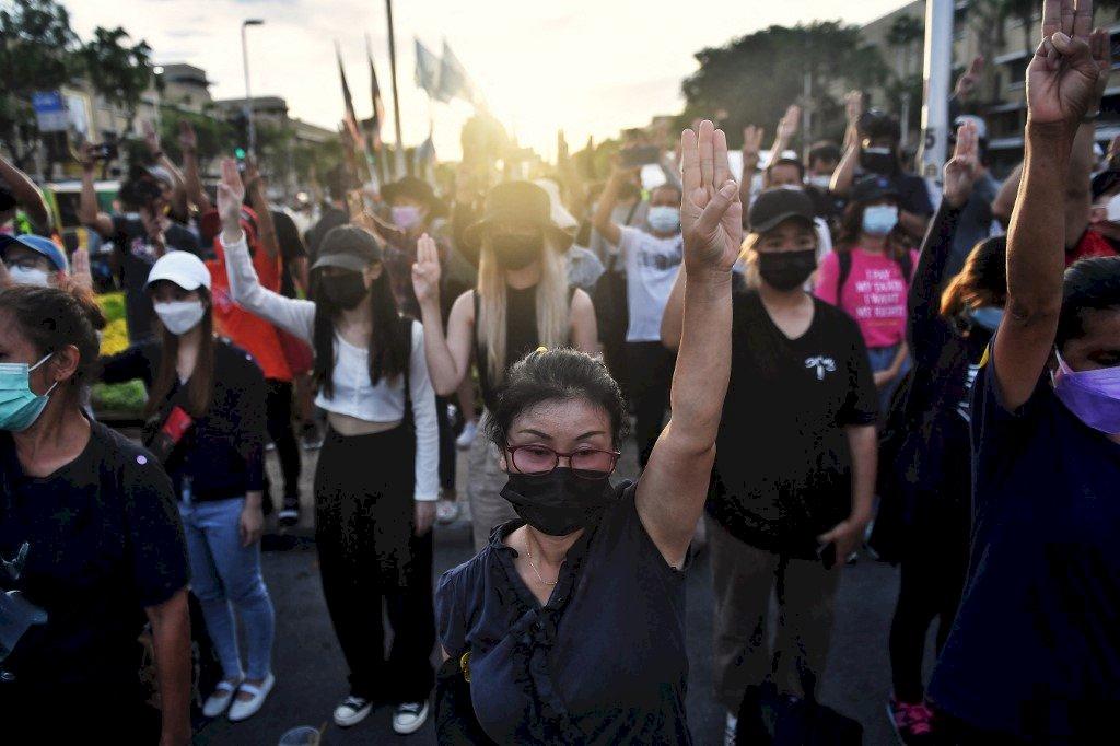 泰國連續8天反政府示威 抗議者高呼總理下台