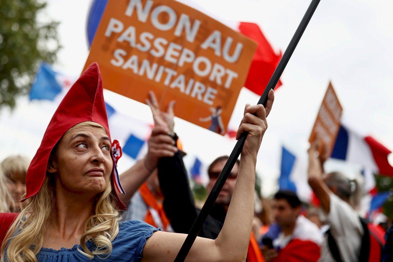 法國民眾連6週上街 抗議健康通行證制度