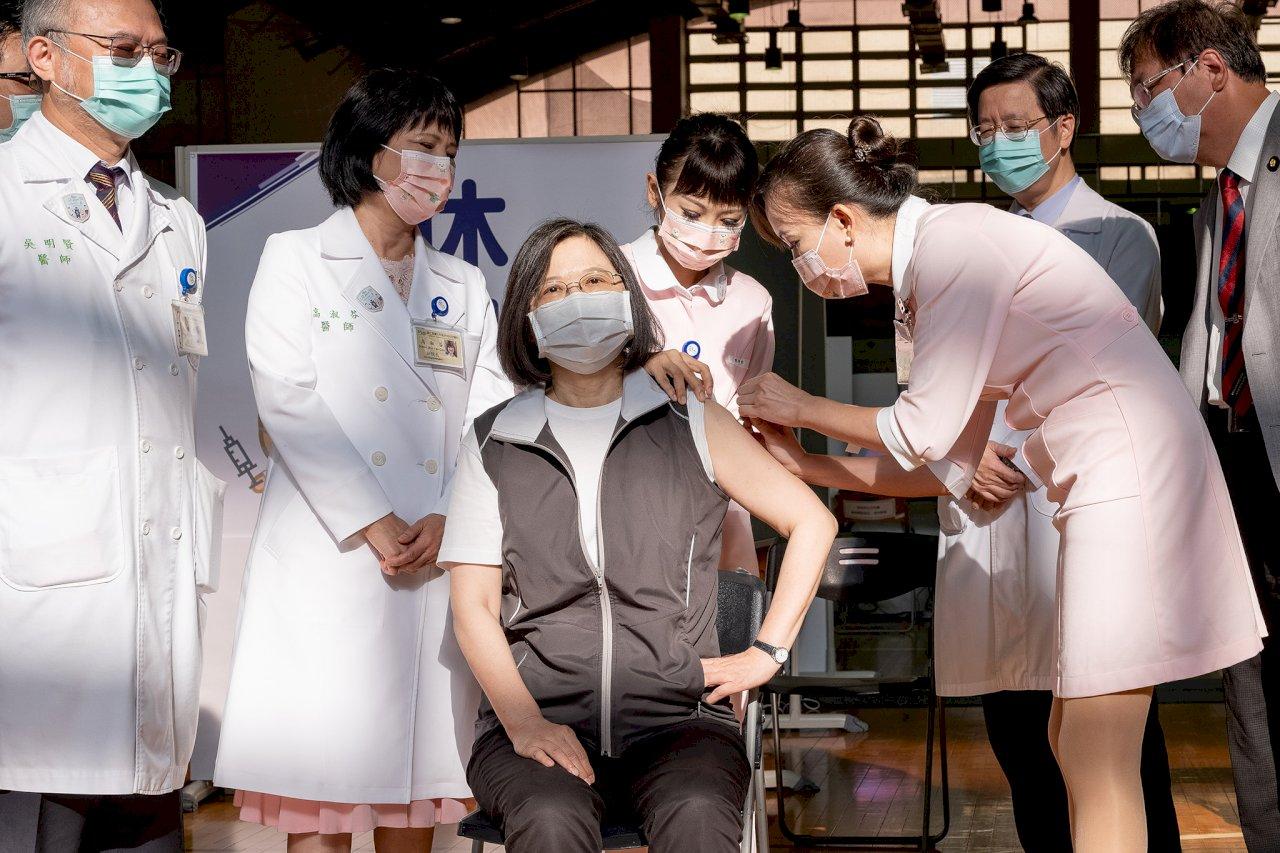 蔡總統接種高端疫苗 登上外媒