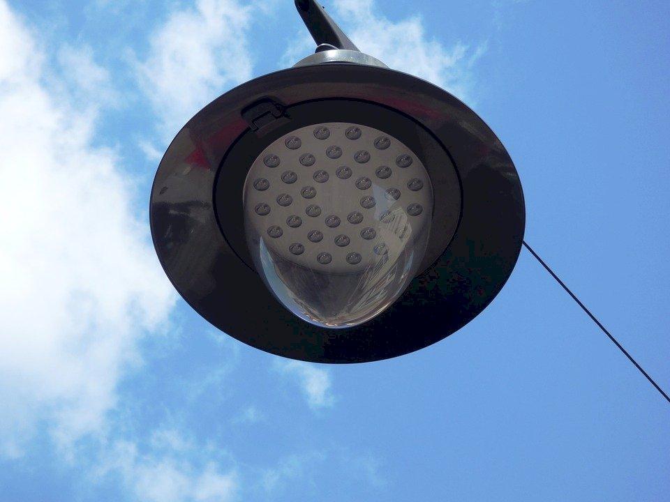 研究:LED路燈光害致昆蟲數量銳減