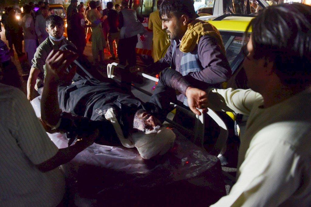 喀布爾自殺炸彈攻擊至少72死 伊斯蘭國坦承犯案