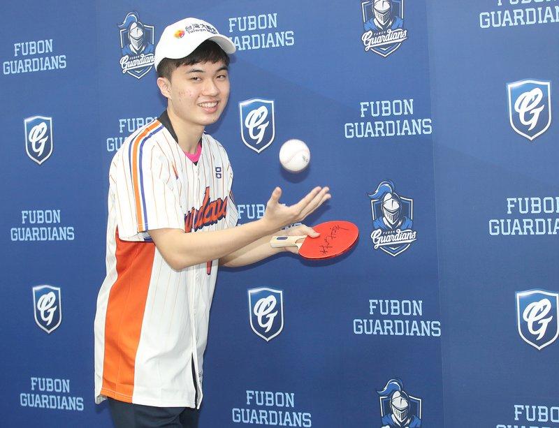 林昀儒中職開球挖地瓜「有點遜」 笑稱緊張又興奮