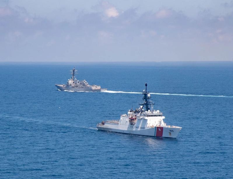 美艦通過台海 解放軍同步實施對海突擊訓練