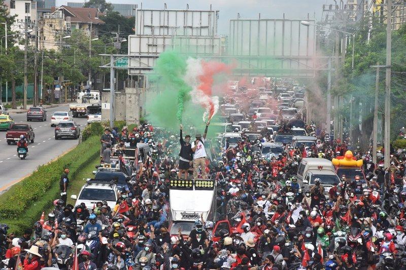 泰總理再度面對國會不信任案民眾持續街頭示威