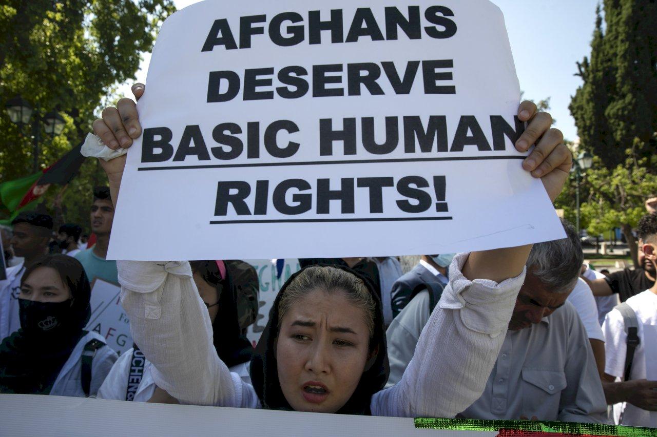阿富汗人在雅典遊行:「我們想要世界和平」
