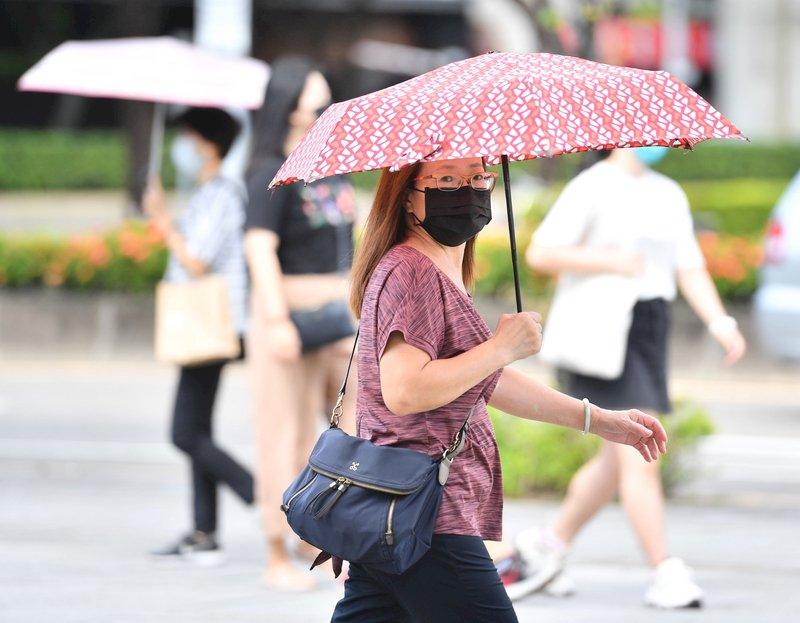 周一到周四高溫炎熱 周五、週六恐有熱帶低壓影響台灣