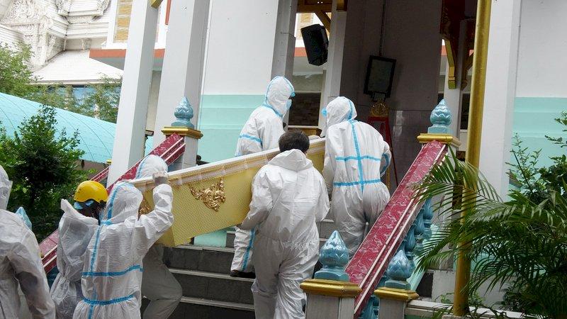 泰國染疫死亡人數攀升 寺廟成最後送行者
