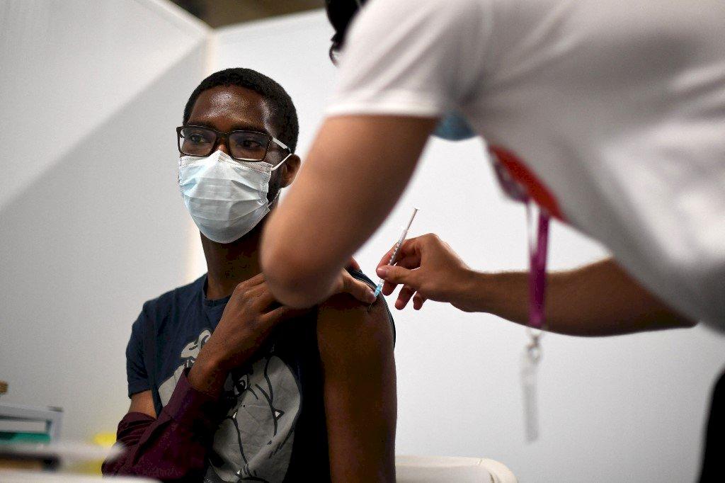 顧慮心肌炎 英專家不建議12到15歲全體接種