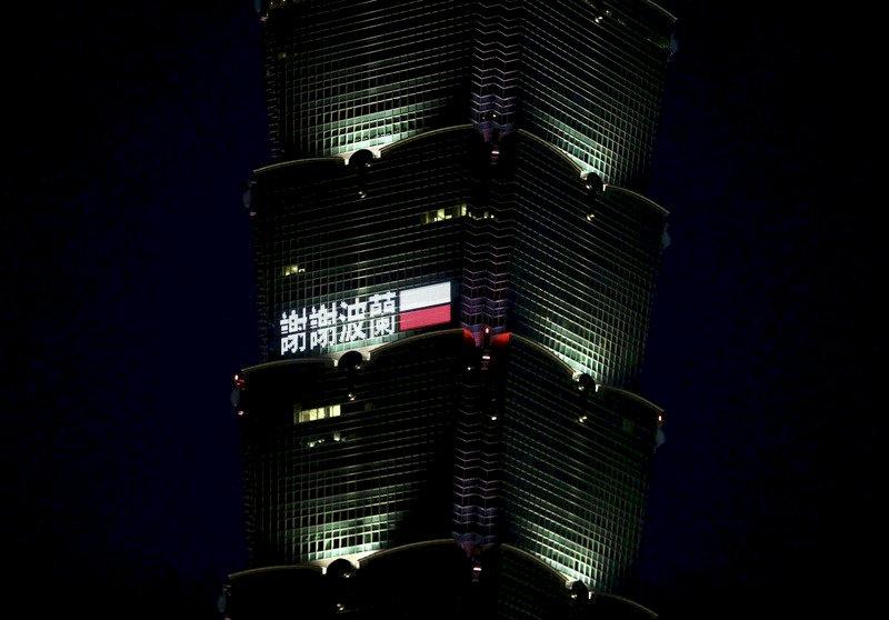 台北101點燈 感謝波蘭贈台疫苗 (影音)