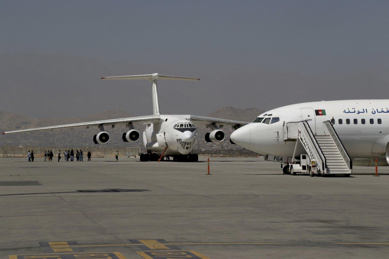 喀布爾機場重新開放 國內航班部分復飛