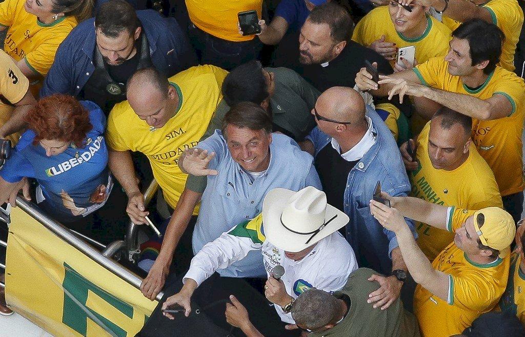 巴西總統帶頭示威反民主發表宣言威脅司法