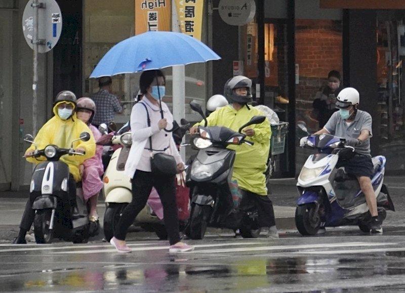 中南部陣雨或雷雨 其他地區午後雷陣雨