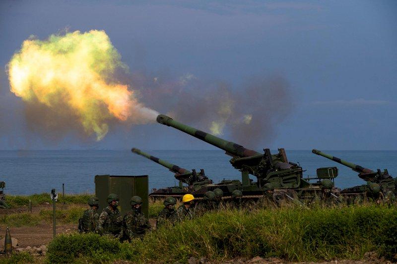 漢光演習 楓港模擬敵船登陸 50門重砲轟150發