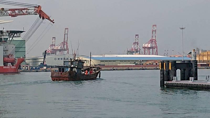 中國籍漁船越界捕魚 重罰81萬後驅離