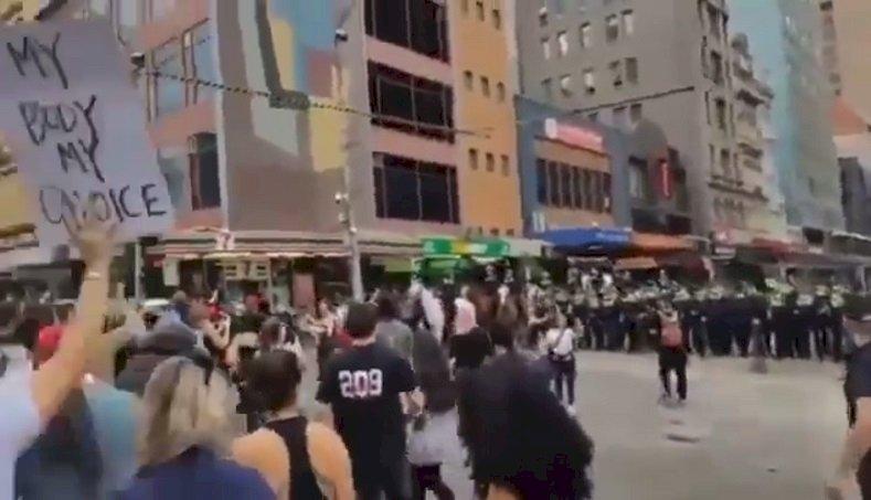 澳洲2大城反封鎖示威爆衝突 警方逮捕267人