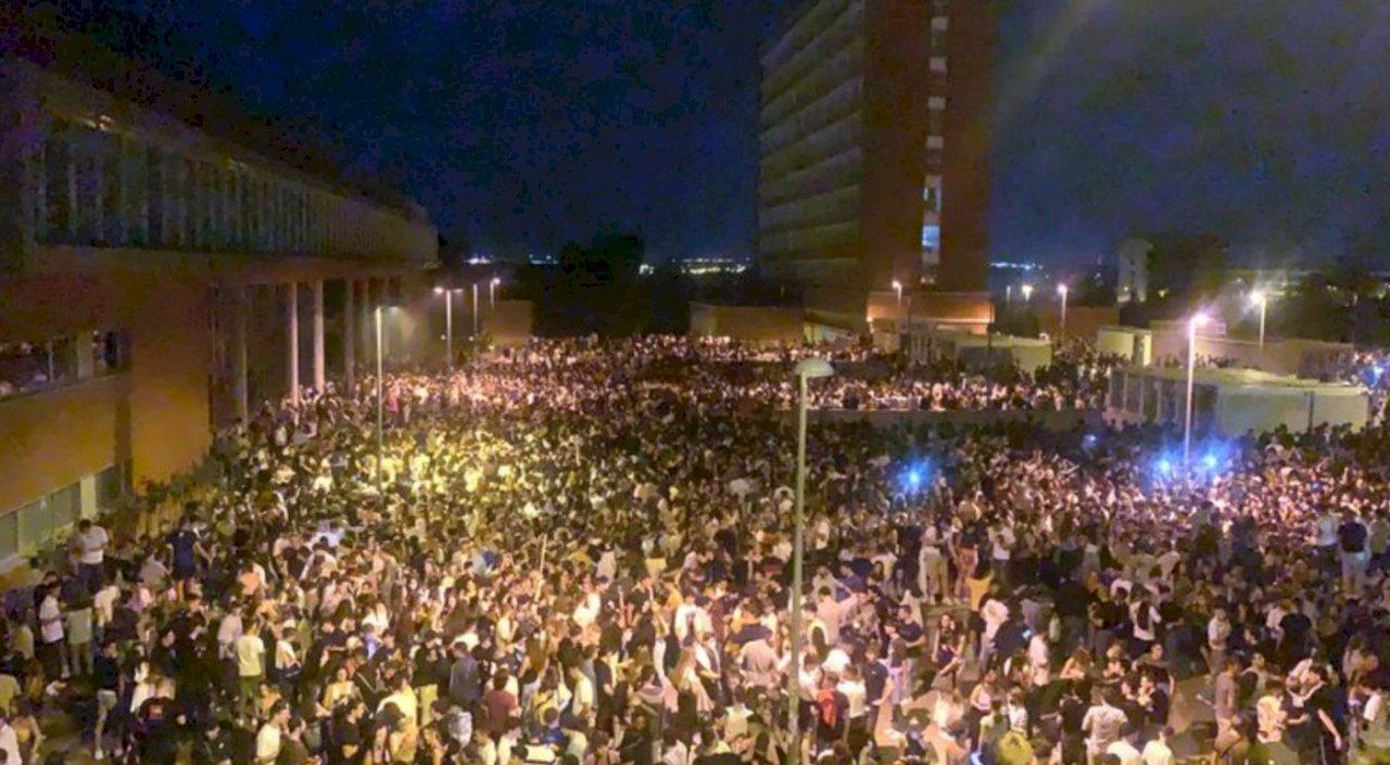 馬德里大學開學2萬5000人無罩開趴 警方措手不及